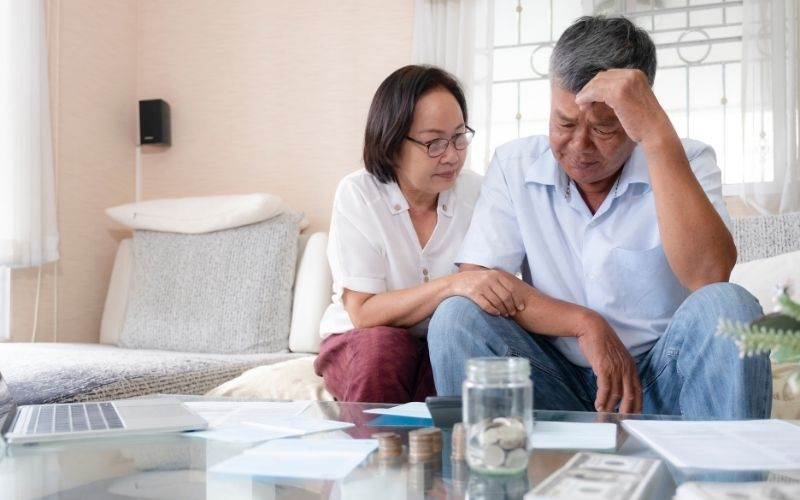Elderly Couple Money Problems in Alzheimer's Disease